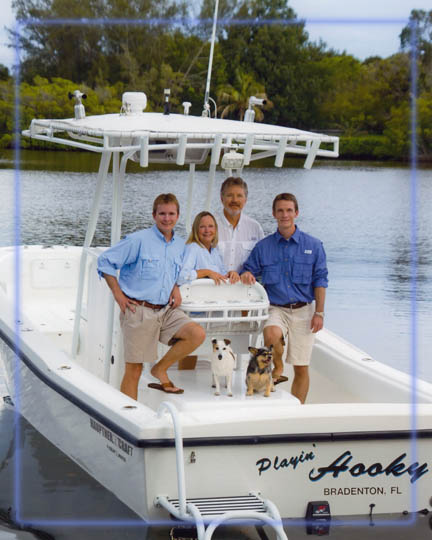family photo on our boat, professional picture on location, photographer on boat